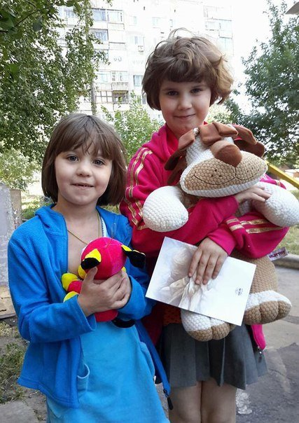 Мягкие игрушки и сладости для маленьких авдеевцев (ФОТО) (фото) - фото 1