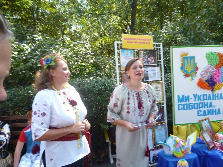 К празднованию Дня Независимости криворожские школьники создали карту Украины без Крыма (ОБНОВЛЕНО, ФОТО) (фото) - фото 2