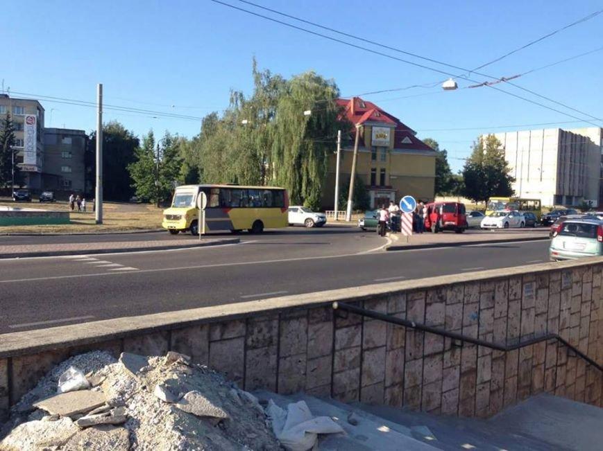 У Львові на Городоцькій сталось масштабна аварія (ФОТО) (фото) - фото 1
