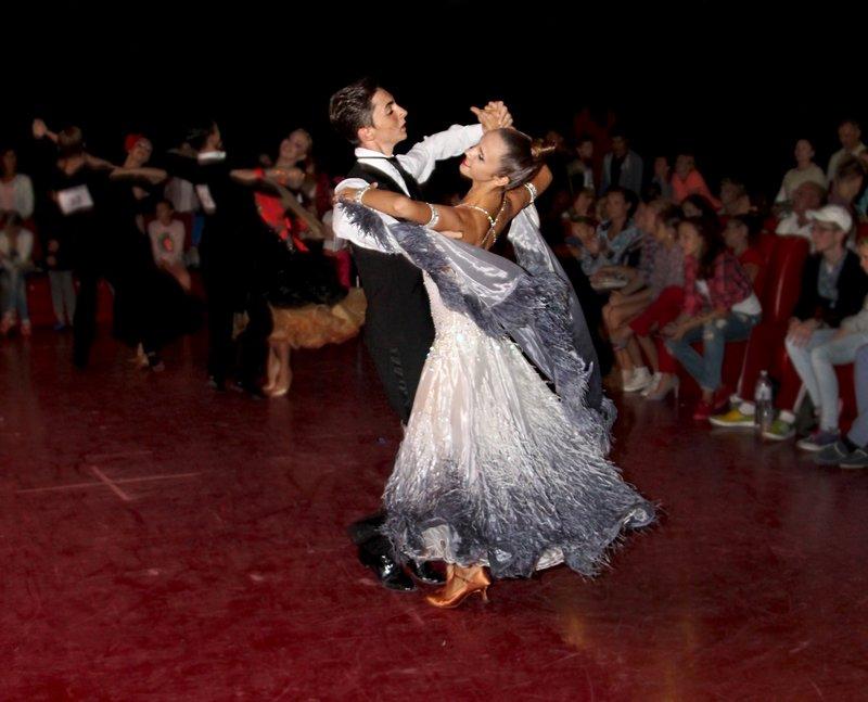Близько сотні танцюристів змагалися за Кубок Буковелю (ФОТО) (фото) - фото 1
