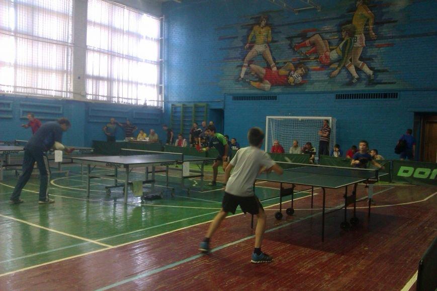 Воспитанники ДЮСШ Красноармейска отметили День независимости Украины игрой в теннис (фото) - фото 2