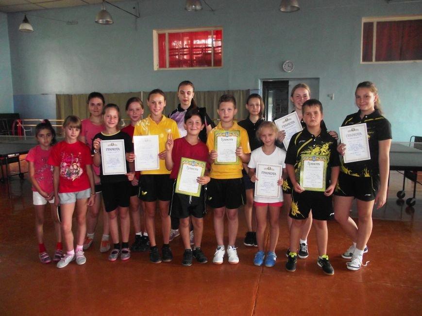 Воспитанники ДЮСШ Красноармейска отметили День независимости Украины игрой в теннис (фото) - фото 6