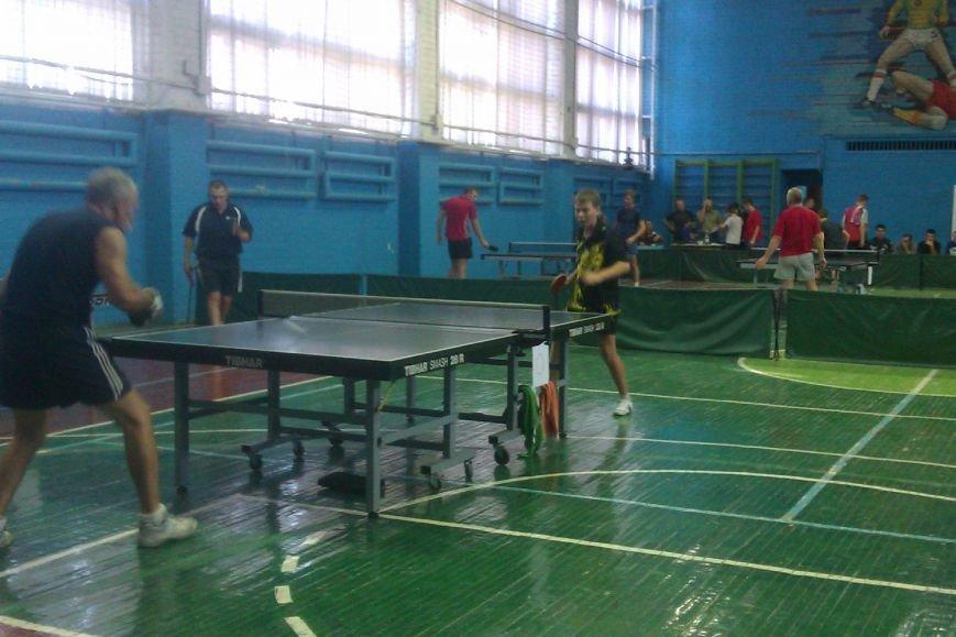 Воспитанники ДЮСШ Красноармейска отметили День независимости Украины игрой в теннис (фото) - фото 4
