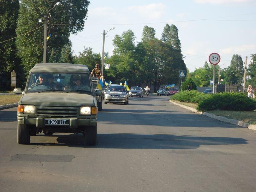 Праздничный автопробег, приуроченный ко Дню Независимости, объединил патриотов Красноармейска и Димитрова (фото) - фото 1