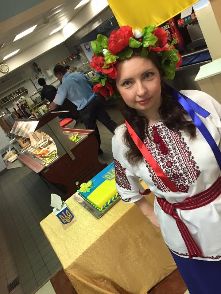Мариупольчанка устроила празднование Дня Независимости Украины в Катаре (ФОТО), фото-1