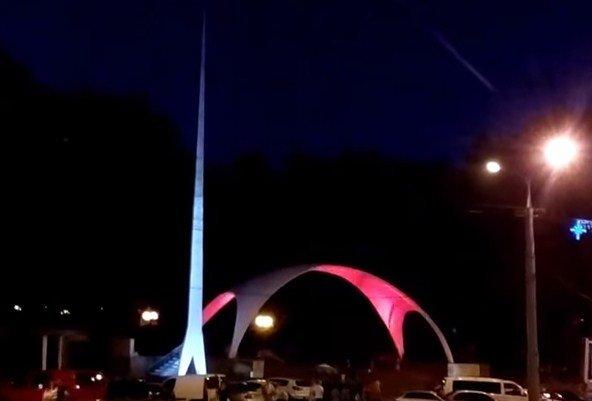 Вінницьку арку підсвітили різними кольорами (Відео+Фото), фото-2