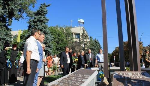 24-ю годовщину Независимости Украины в Павлограде отметили парадом вышиванок, яркарками и возложением цветов (фото) - фото 3