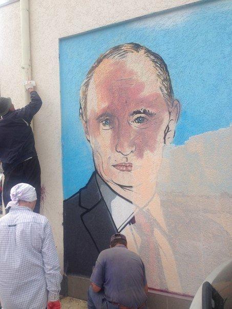 В соцсетях обсуждают испорченный портрет Путина в центре Симферополя (ФОТОФАКТ) (фото) - фото 2