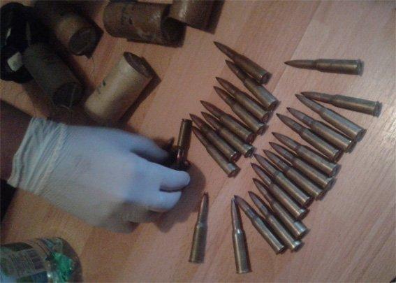 У жителя Кировоградской области изъято почти полсотни патронов и взрывные устройства. ФОТО (фото) - фото 1