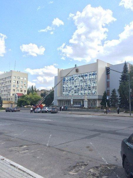 В Луганске со здания бывшего Апелляционного суда Луганской области убрали украинский герб (ФОТОФАКТ) (фото) - фото 1