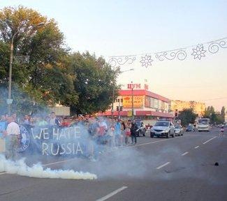 Парад патриотических сил Павлограда перерос в файер-шоу, дымовую завесу и ультранацистские выкрики (фото) - фото 6