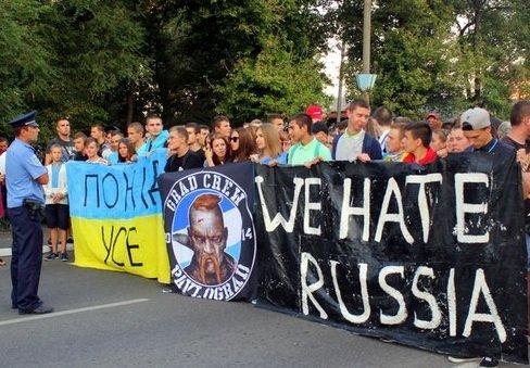 Парад патриотических сил Павлограда перерос в файер-шоу, дымовую завесу и ультранацистские выкрики, фото-1