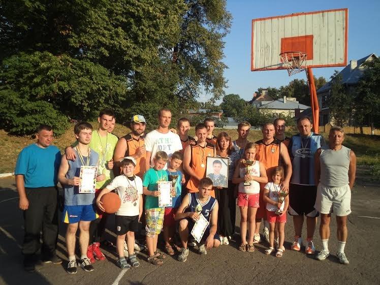 В Бродах провели баскетбольний турнір, присвячений бійцю, який загинув на передовій (ФОТО) (фото) - фото 1