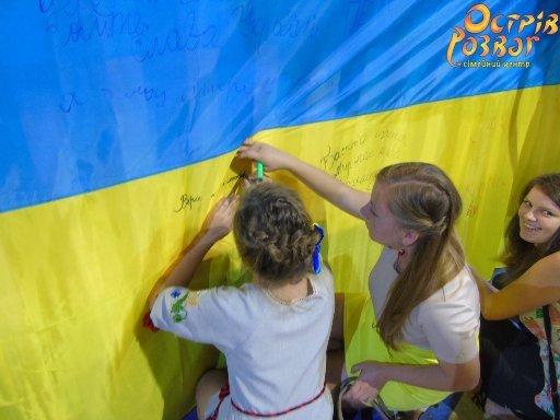 У Житомирі відбулася церемонія нагородження учасників фотоконкурсу «Вишиванка-фест» (фото) - фото 1