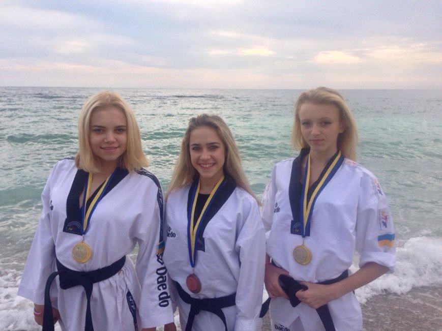 Днепродзержинские тхэквондисты завоевали дюжину медалей на чемпионате Украины (фото) - фото 6