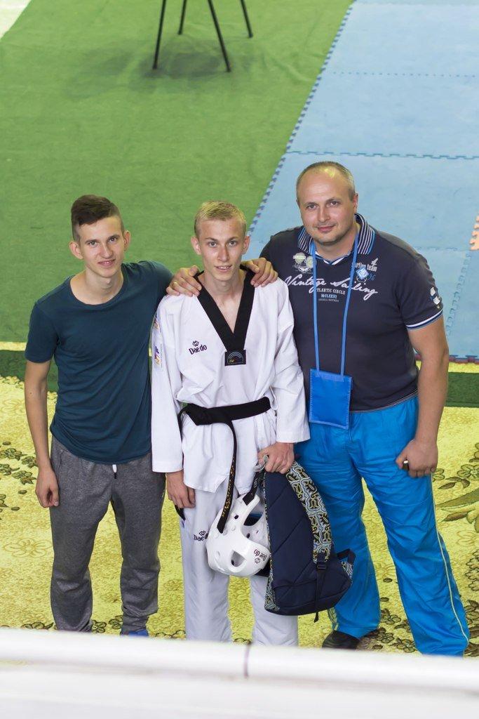 Днепродзержинские тхэквондисты завоевали дюжину медалей на чемпионате Украины (фото) - фото 3