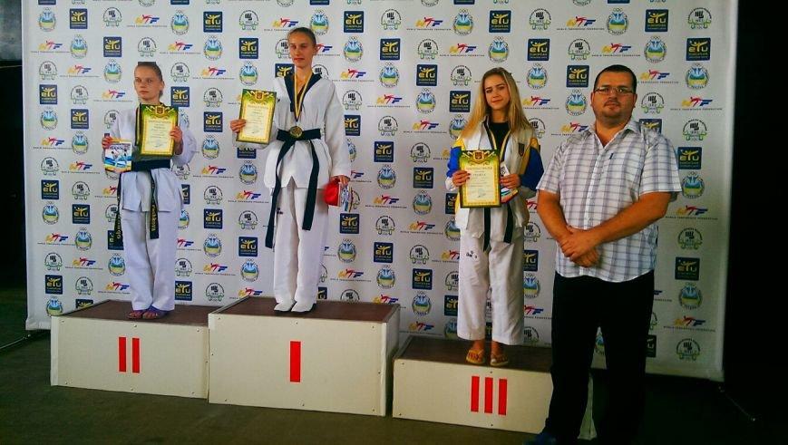 Днепродзержинские тхэквондисты завоевали дюжину медалей на чемпионате Украины (фото) - фото 8