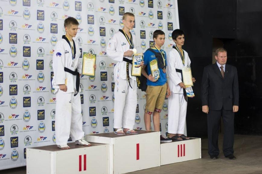 Днепродзержинские тхэквондисты завоевали дюжину медалей на чемпионате Украины (фото) - фото 5