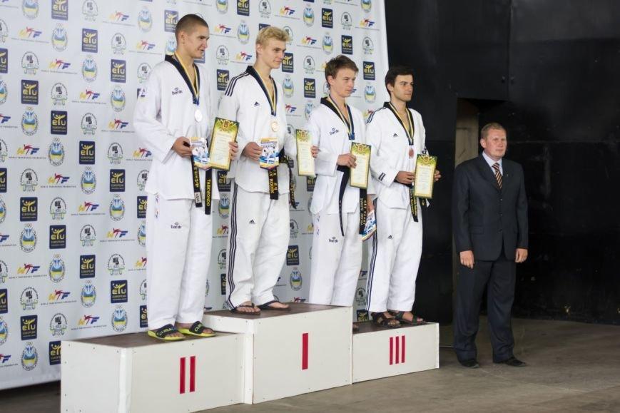 Днепродзержинские тхэквондисты завоевали дюжину медалей на чемпионате Украины (фото) - фото 2