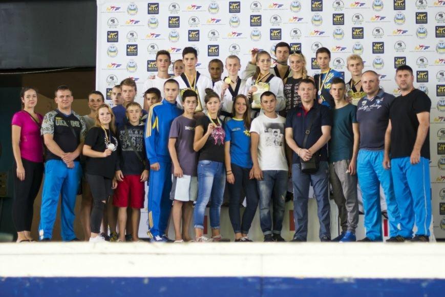 Днепродзержинские тхэквондисты завоевали дюжину медалей на чемпионате Украины (фото) - фото 11