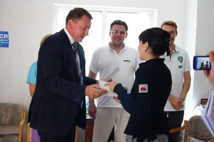 Краматорских волонтеров наградили грамотами горсовета (фото) - фото 2