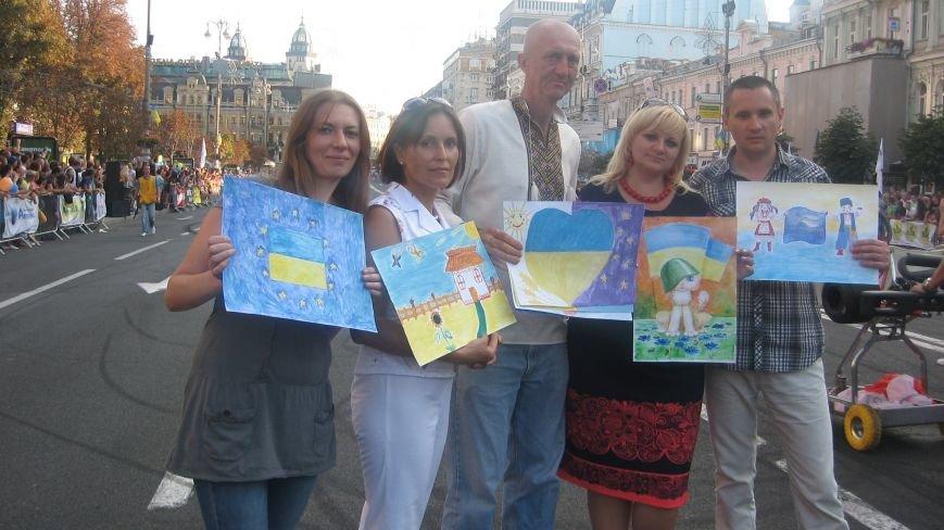 Делегація від Конотопа передала на Хрещатику малюнки для участі у європейському турне, фото-4