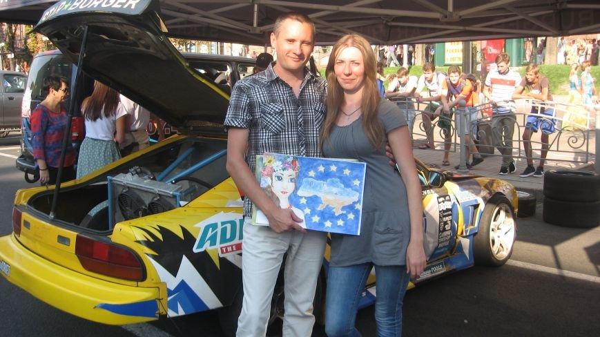 Делегація від Конотопа передала на Хрещатику малюнки для участі у європейському турне, фото-2
