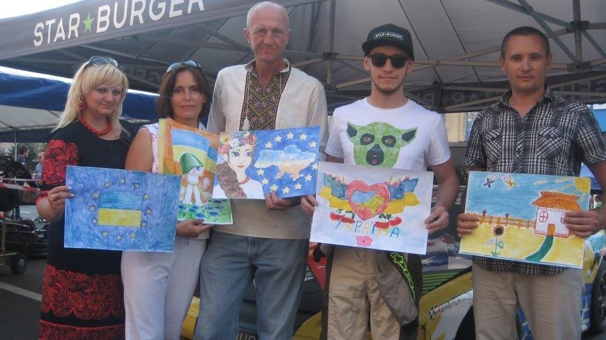 Делегація від Конотопа передала на Хрещатику малюнки для участі у європейському турне, фото-3