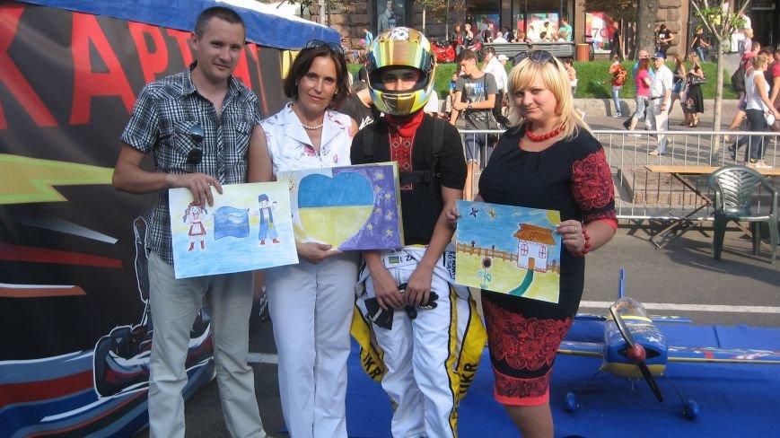 Делегація від Конотопа передала на Хрещатику малюнки для участі у європейському турне, фото-1