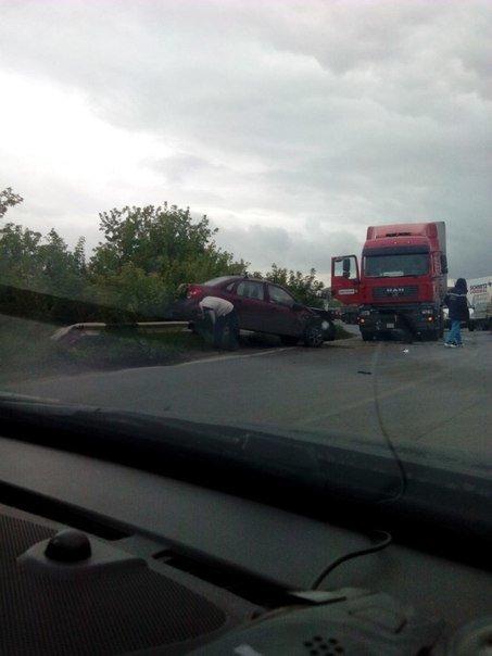 В Уфе произошло серьезное ДТП с участием трех автомобилей (фото) - фото 2