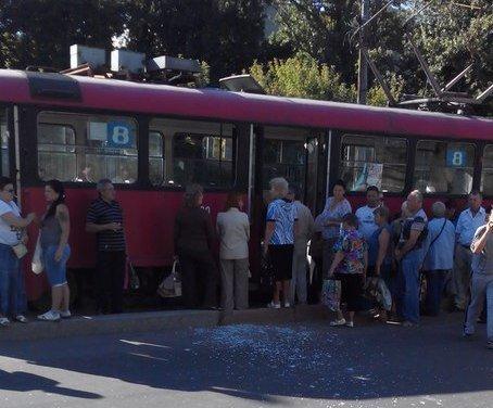 Житель Харькова выпрыгнул из окна движущегося трамвая (ФОТО) (фото) - фото 1