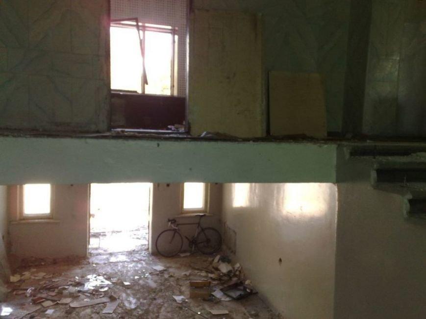 Мародеры разграбили здание «Макеевуглестроя» (фото) (фото) - фото 3