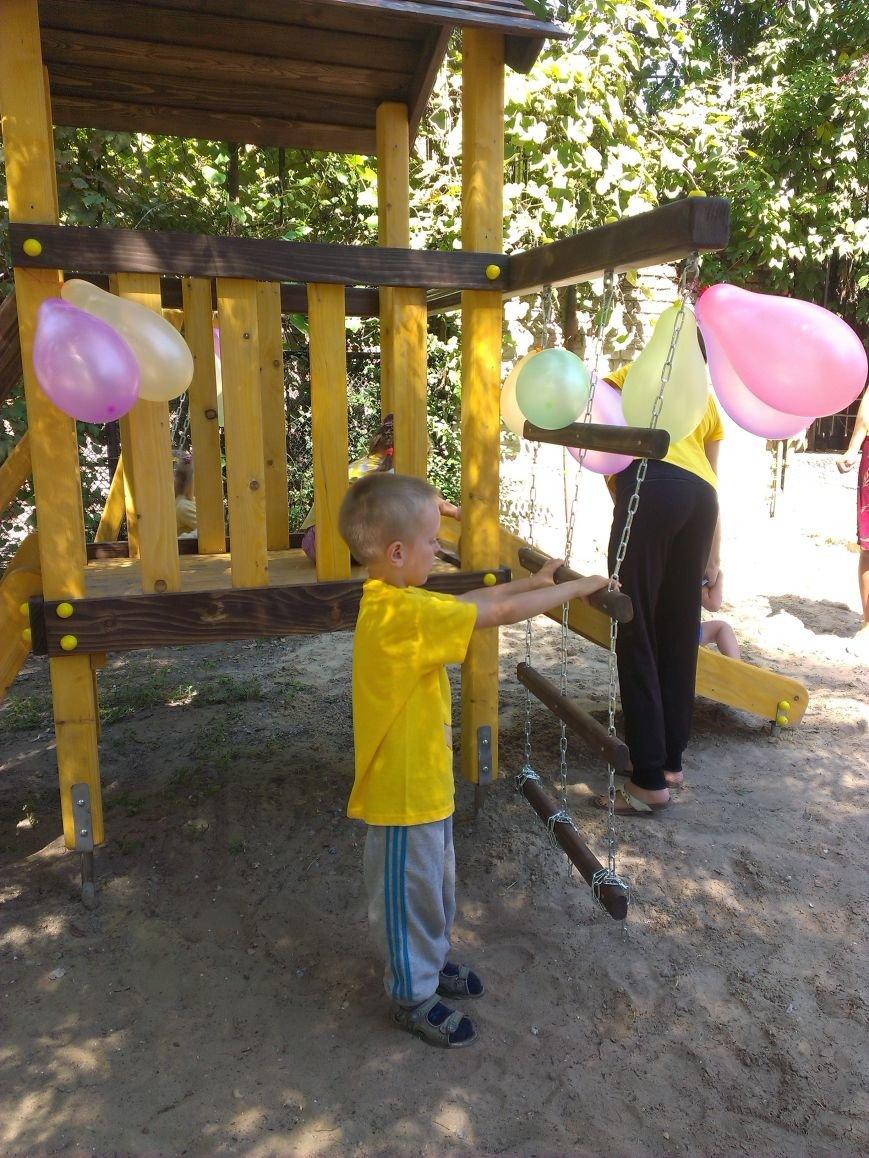 Запорожский меценат помог оборудовать детскую площадку для особенных детей (фото) - фото 1