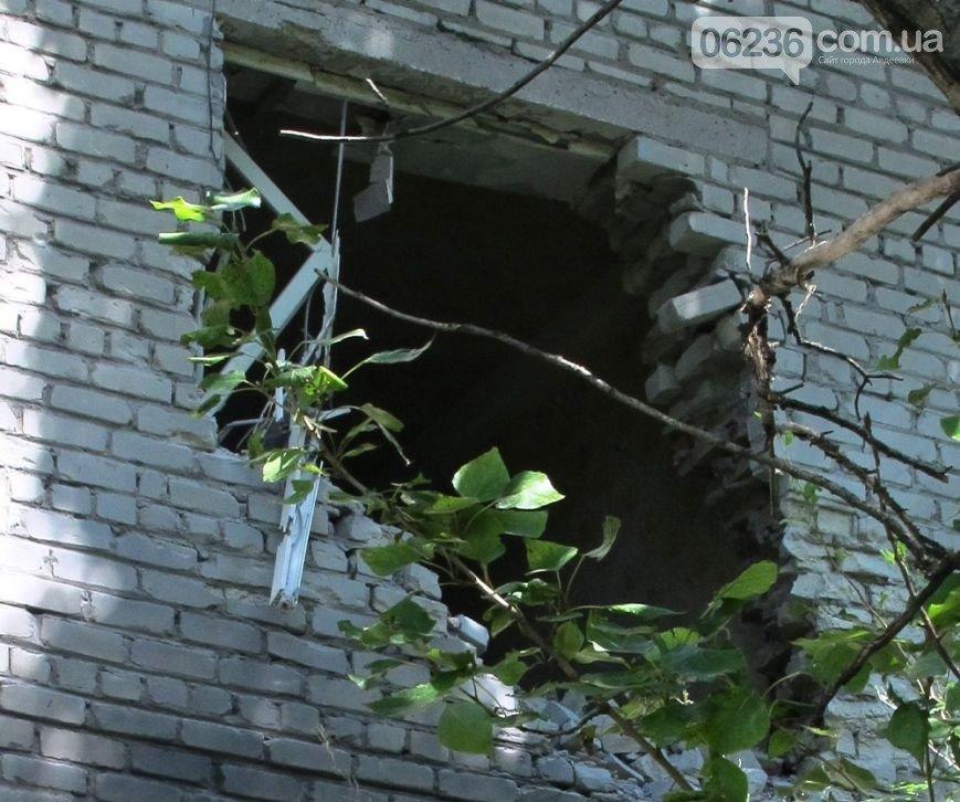 Прямое попадание снаряда в многоэтажку в 9 квартале (ФОТОФАКТ) (фото) - фото 1