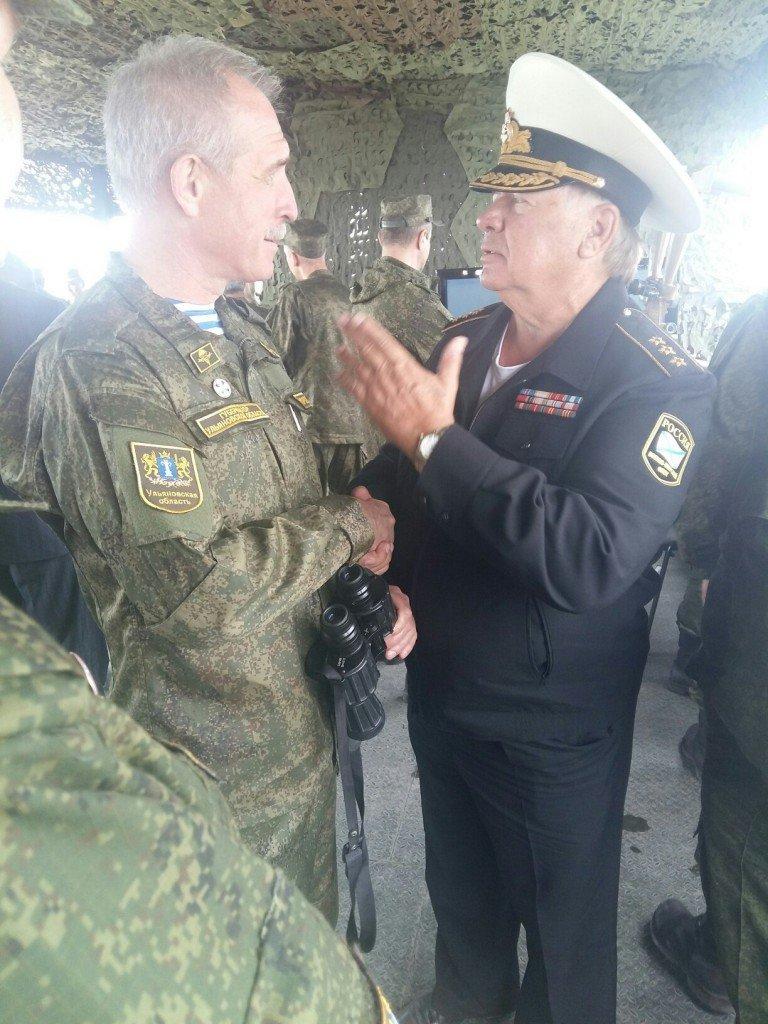 Губернатор во фрунте и в военной форме (фото) - фото 1