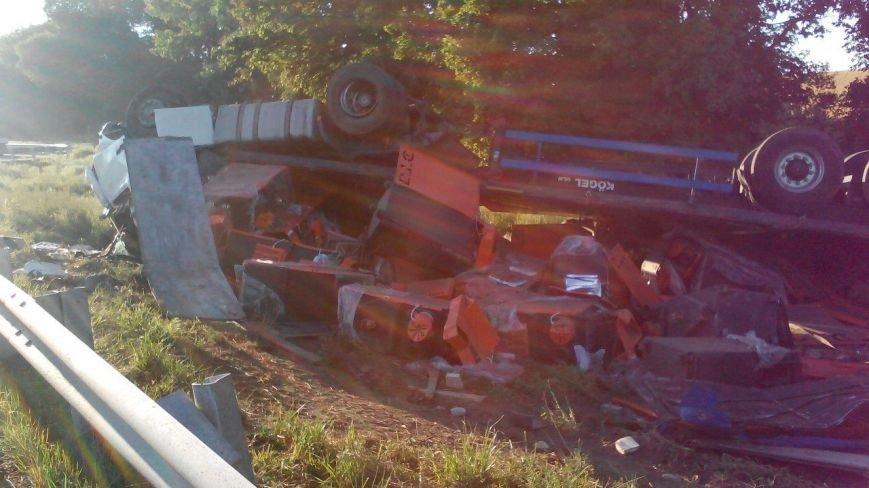 Під Полтавою перевернулася вантажівка. Фото (фото) - фото 1
