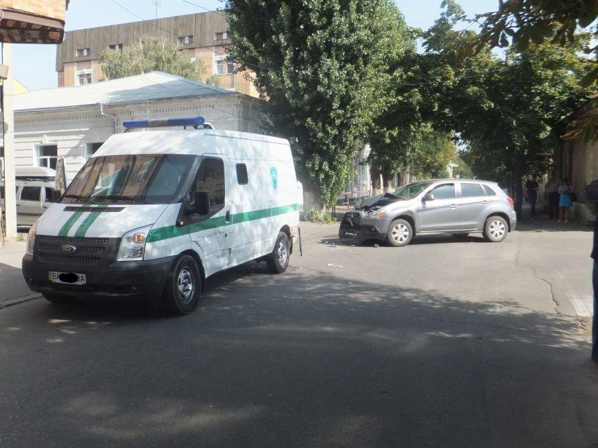 В Кировограде произошло ДТП с участием инкассаторской машины. ФОТО (фото) - фото 1