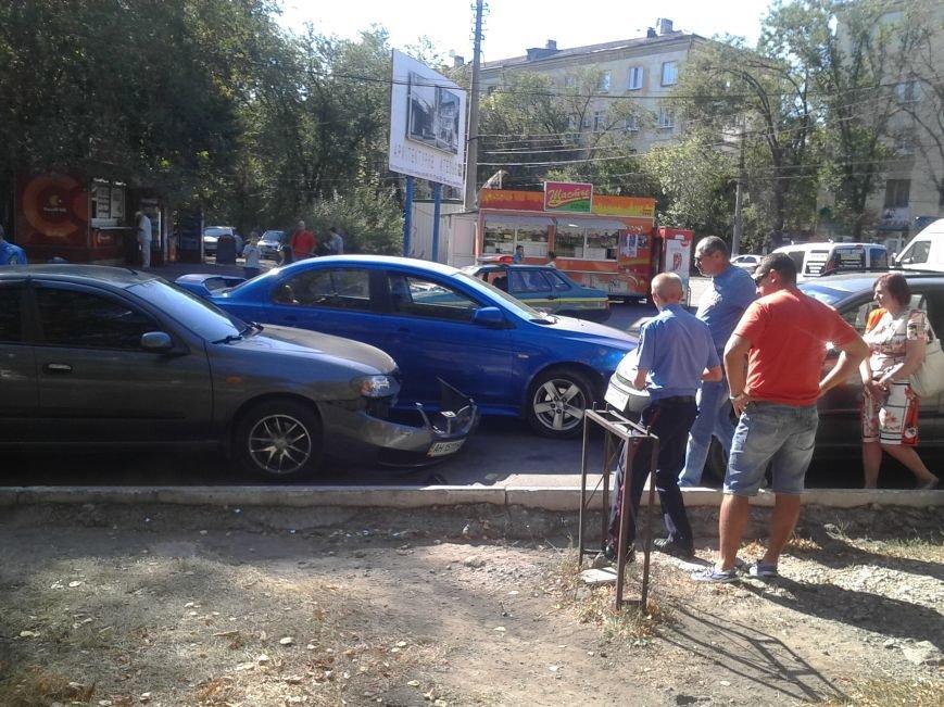 В Мариуполе столкнулись 3 автомобиля (ФОТО), фото-1