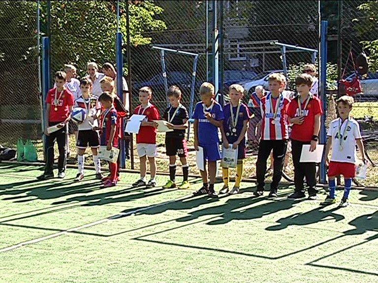 Футбольный турнир ко Дню независимости объединил ветеранов и юных спортсменов Днепропетровска (фото) - фото 3