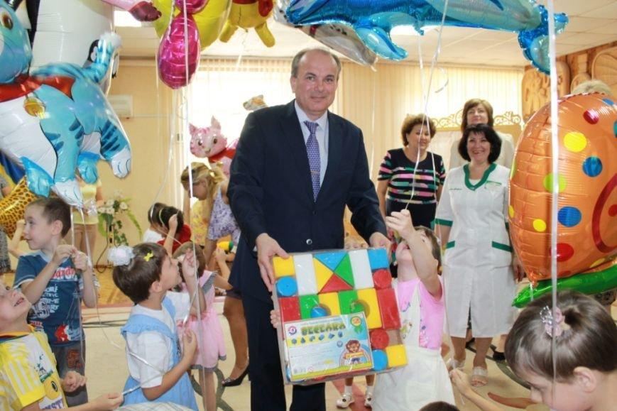 Маленькие воспитанники дома ребенка «Солнышко» вернулись в Мариуполь (фото) - фото 1