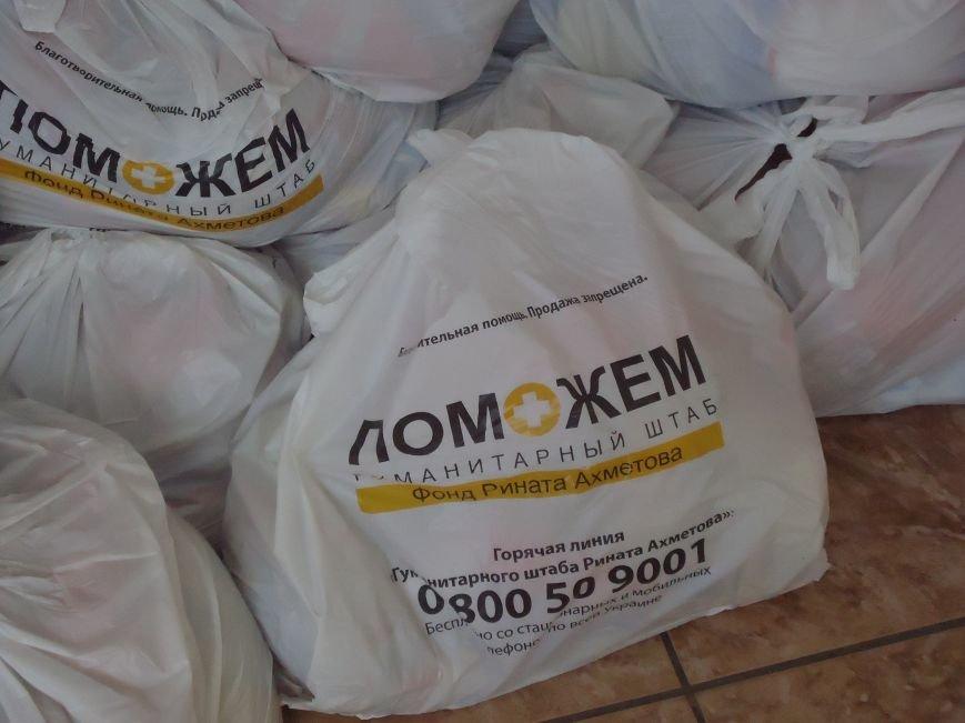 В Красноармейске снова выдают гуманитарную помощь для переселенцев от фонда Рината Ахметова «Поможем» (фото) - фото 5