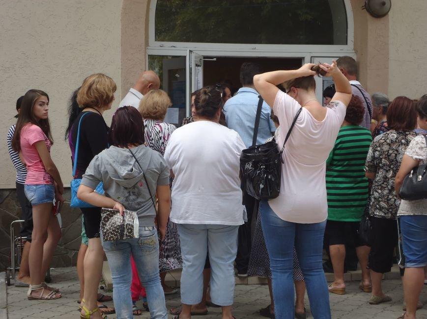 В Красноармейске снова выдают гуманитарную помощь для переселенцев от фонда Рината Ахметова «Поможем» (фото) - фото 3