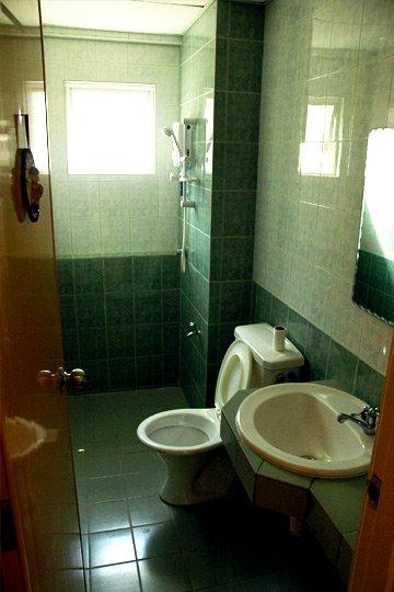 Студенческий быт: крысы в общежитиях ДНУЖТ против студенческого хостела в Малайзии (фото) - фото 12