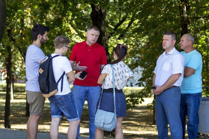 Оппозиционный блок начал на Донбассе сбор подписей «За мир и развитие» (фото) - фото 1