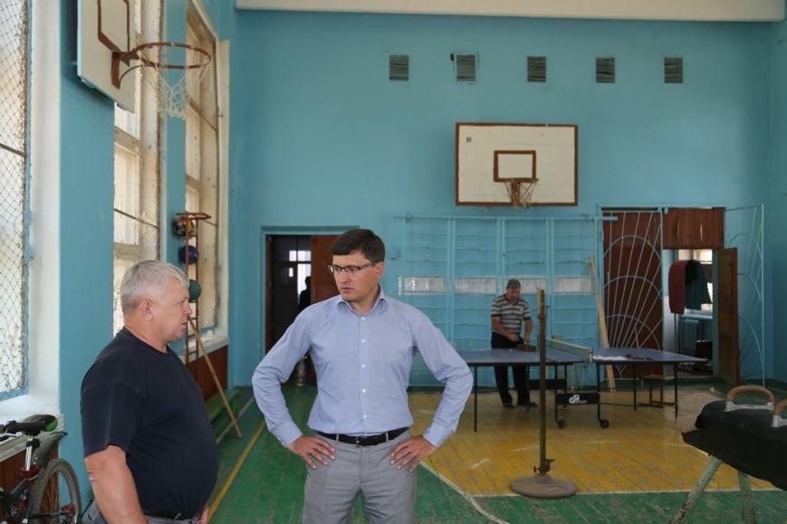 Мариупольские металлурги заменят разбитые стекла в талаковской школе, фото-2