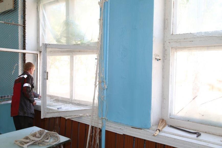 Мариупольские металлурги заменят разбитые стекла в талаковской школе, фото-3