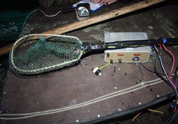 На Днепродзержинском водохранилище поймали браконьеров с электроудочками, фото-3