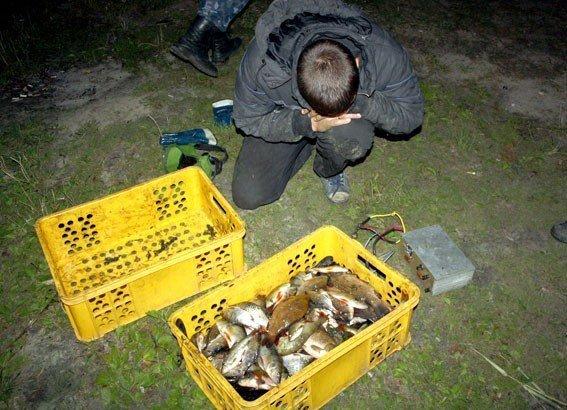 На Днепродзержинском водохранилище поймали браконьеров с электроудочками, фото-2