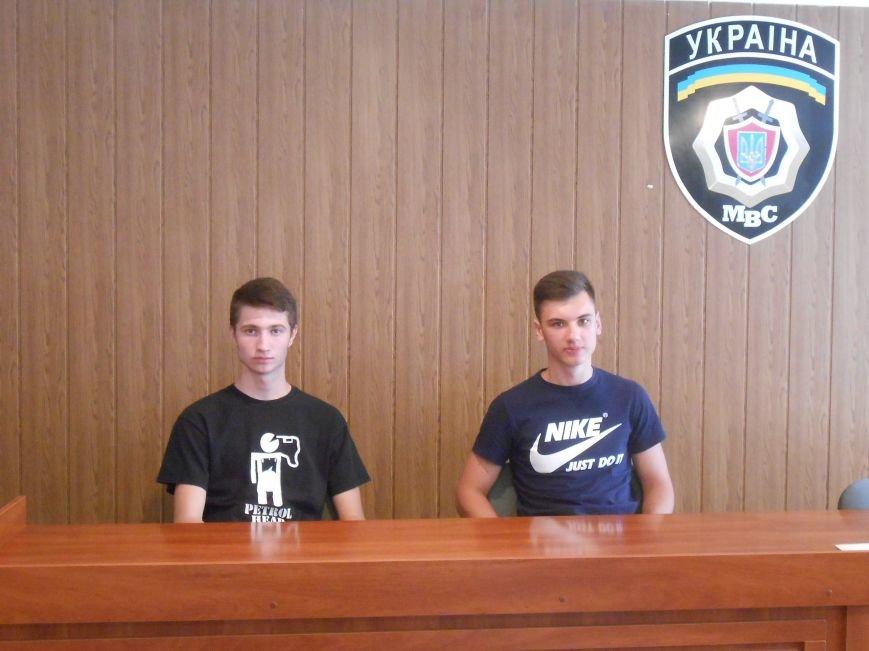 Двое несовершеннолетних днепродзержинцев самостоятельно задержали вора-рецидивиста (фото) - фото 1