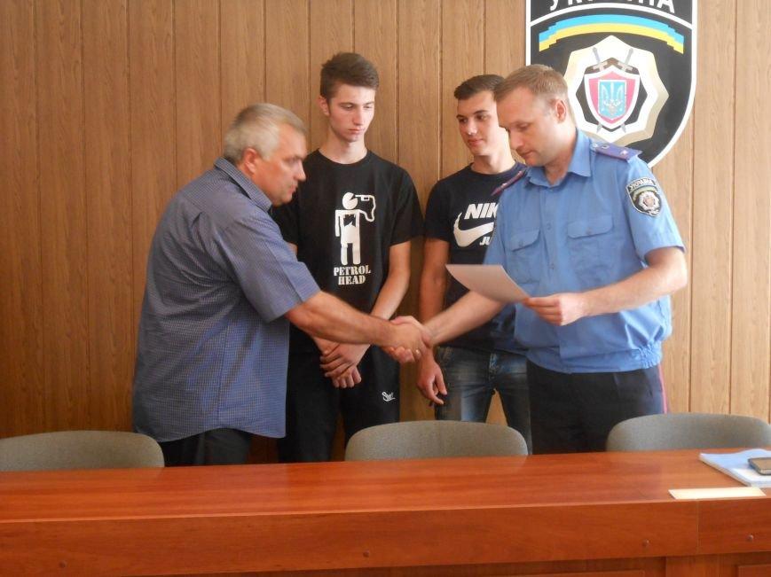 Двое несовершеннолетних днепродзержинцев самостоятельно задержали вора-рецидивиста (фото) - фото 4